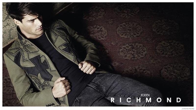 John-Richmond-Fall-Winter-2010-Campaign-Goncalo-Teixeira-003