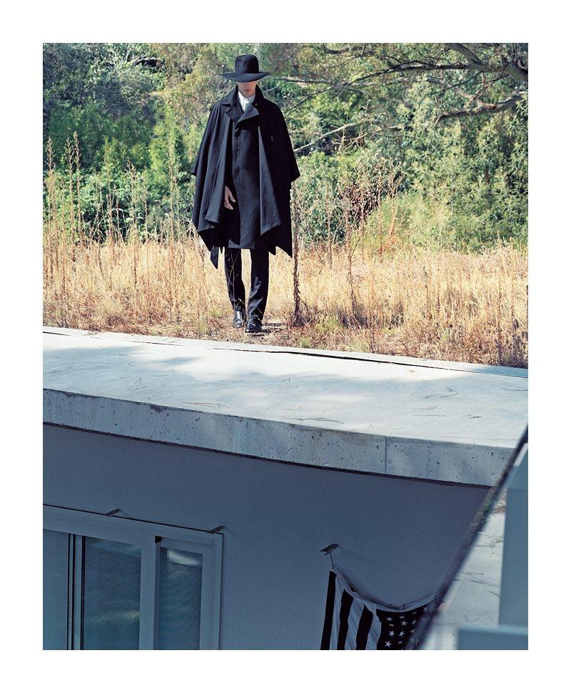 Oriol Elcacho by Sergi Jasanada for La Vanguardia Magazine image oriolsj5