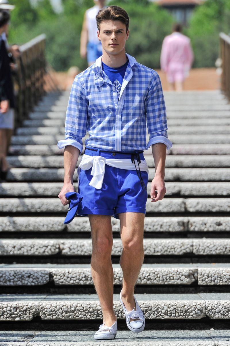 hi top converse with shorts