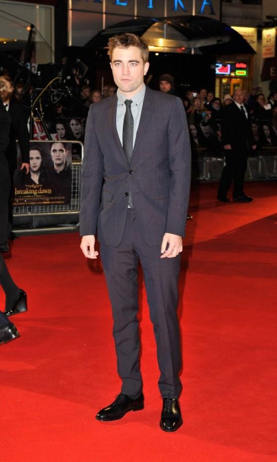 Robert Pattinson Wears Burberry Tailoring to Twilight Premiere