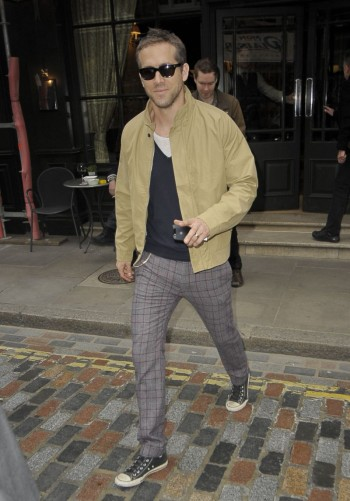 Hollywood Star Ryan Reynolds checking out of his London hotel