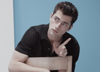 Sean O'Pry Plays with Minimalism for Elle Man Mexico's Cover Story