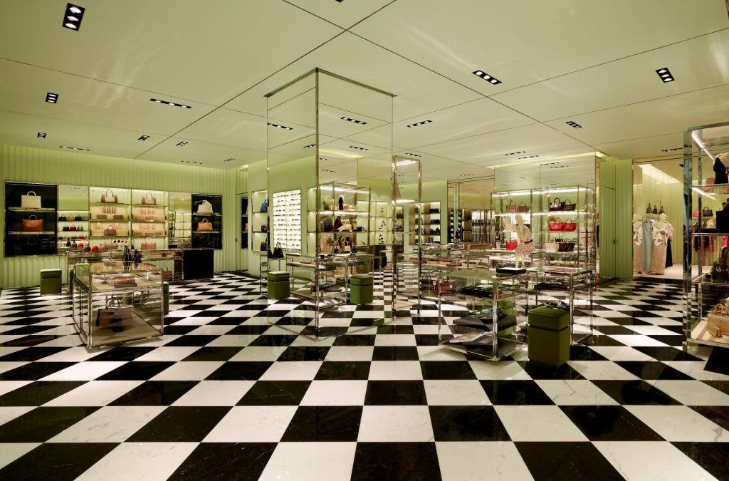 Prada Doha Villaggio Mall int1