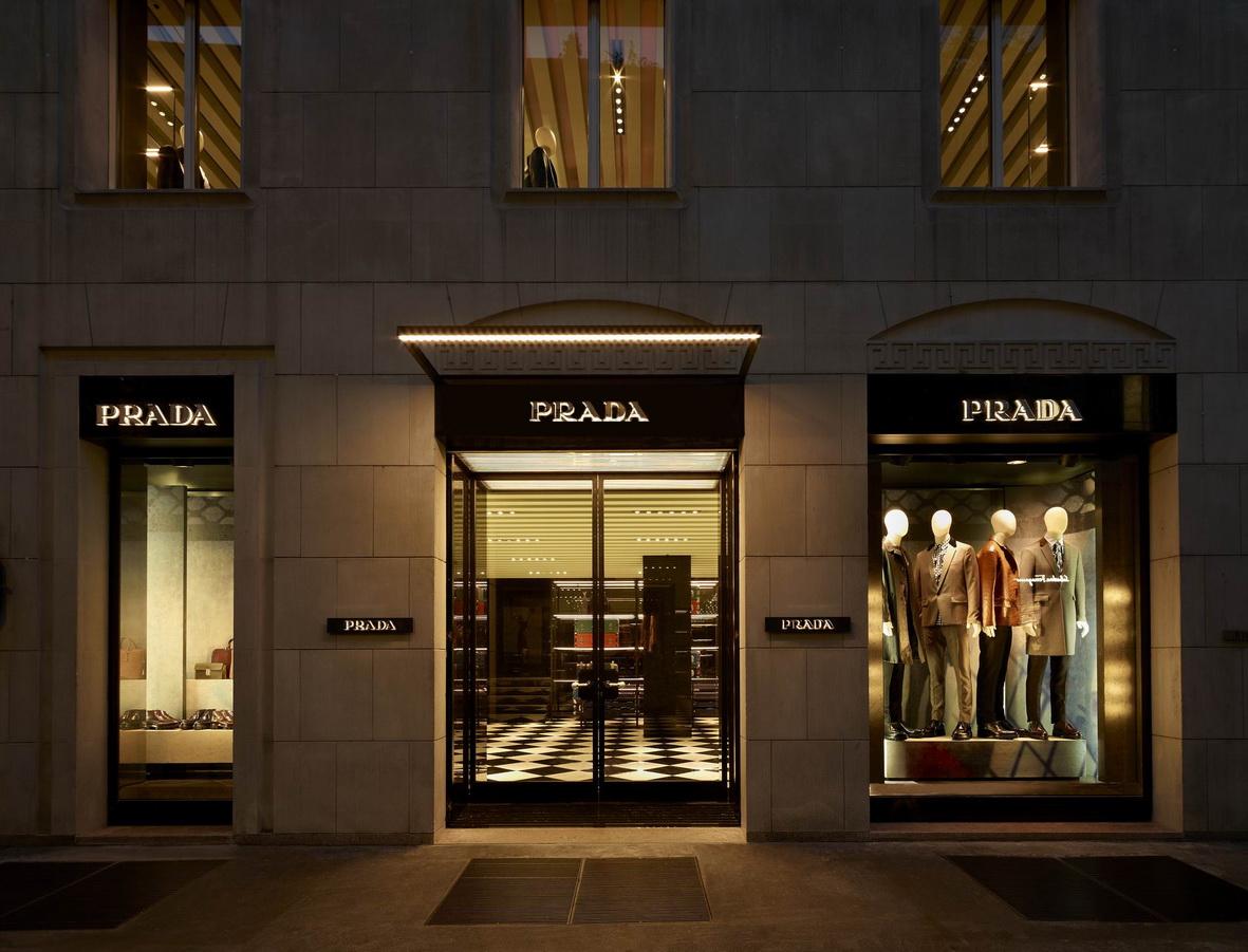 Prada opens a new men s store in via monte napoleone for Milano shop