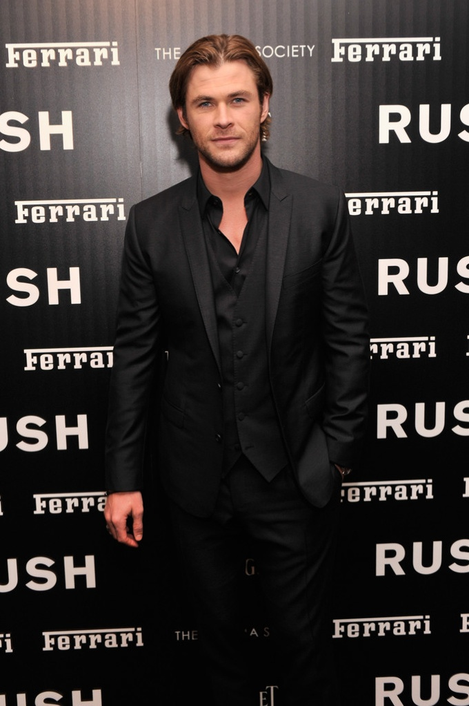 Chris Hemsworth Wears Dolce Amp Gabbana To New York Premiere
