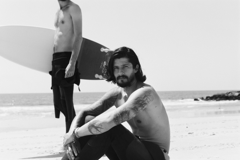 Jeremy Young, Justin Passmore, Juan Heredia & Mar Cubillos Hit the Beach for Folklore