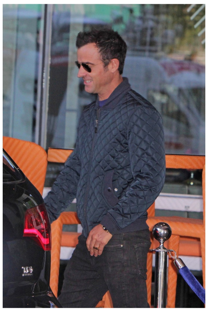 Justin Theroux Takes a Toronto Stroll in 7 For All Mankind