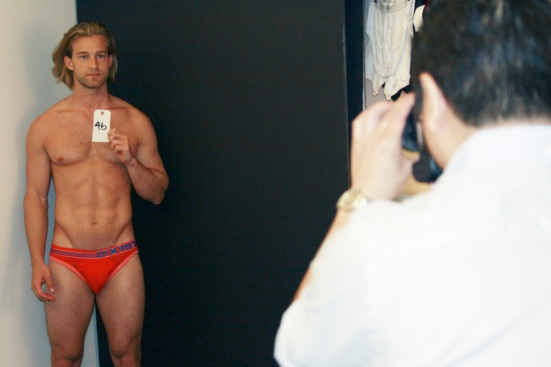 Behind the Scenes | Model Fitting for 2(X)IST Underwear ... Javier Bardem