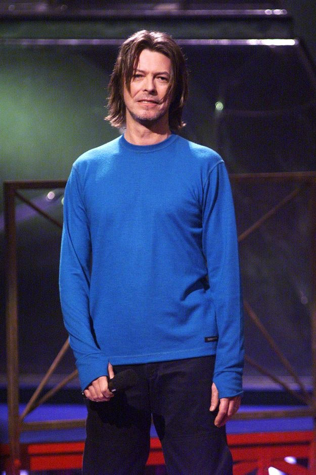 David Bowie goes minimal for a 1999 appearance.