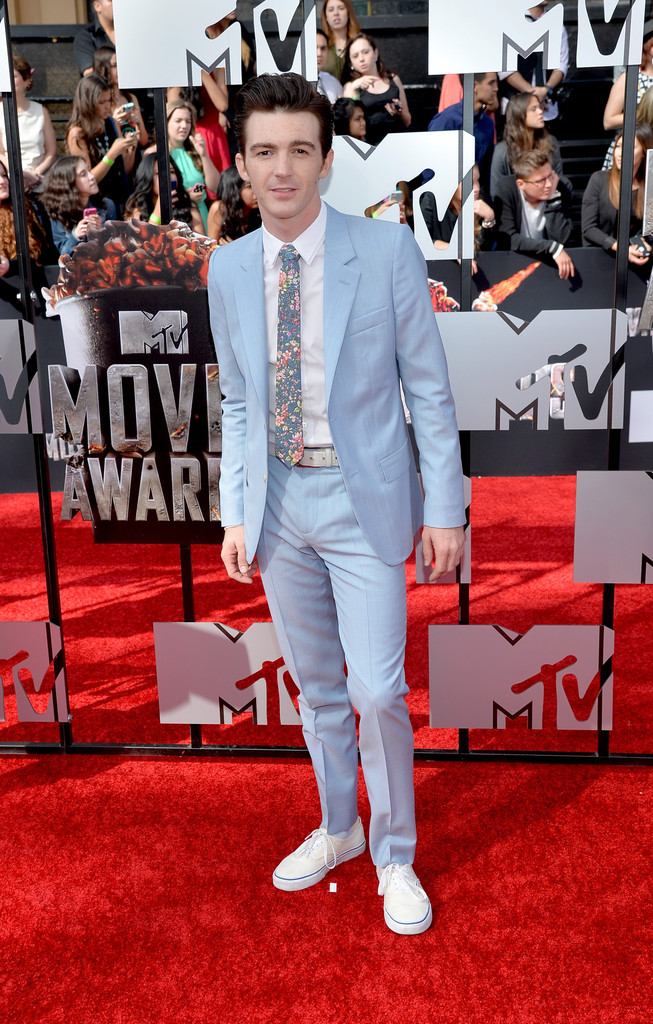 2014 Mtv Movie Awards Red Carpet Style Zac Efron Dave