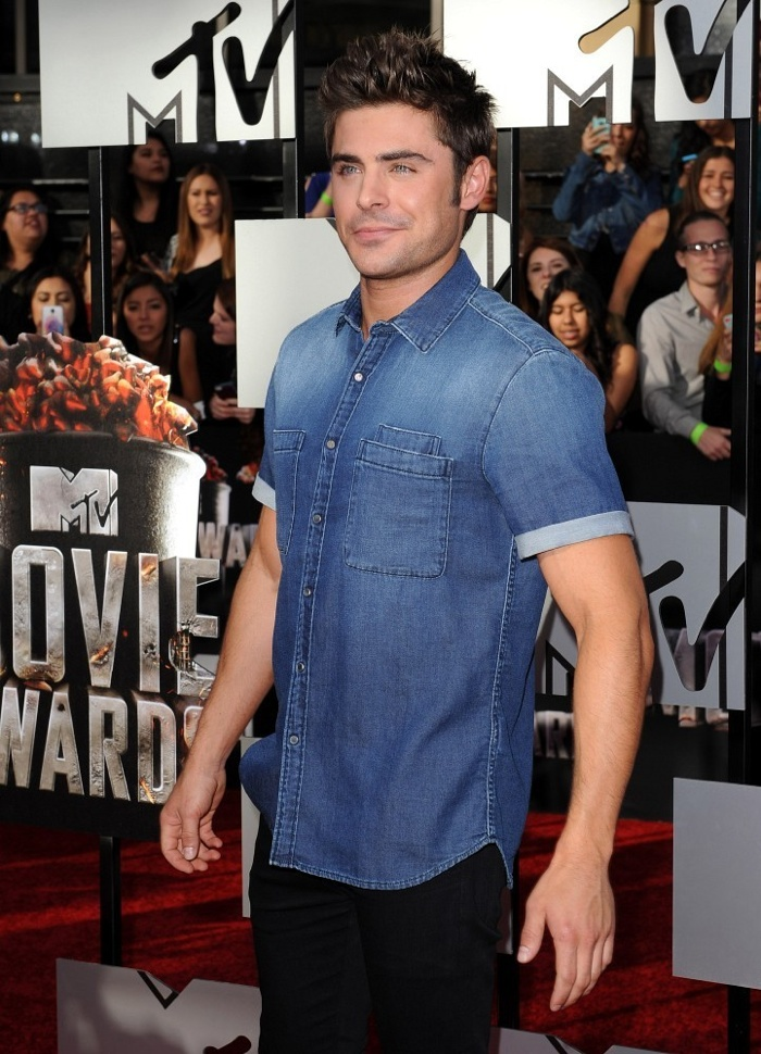 zac-efron-shirtless-mtv-movie-awards-photos-001