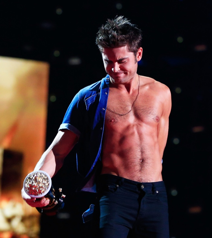 zac-efron-shirtless-mtv-movie-awards-photos-007