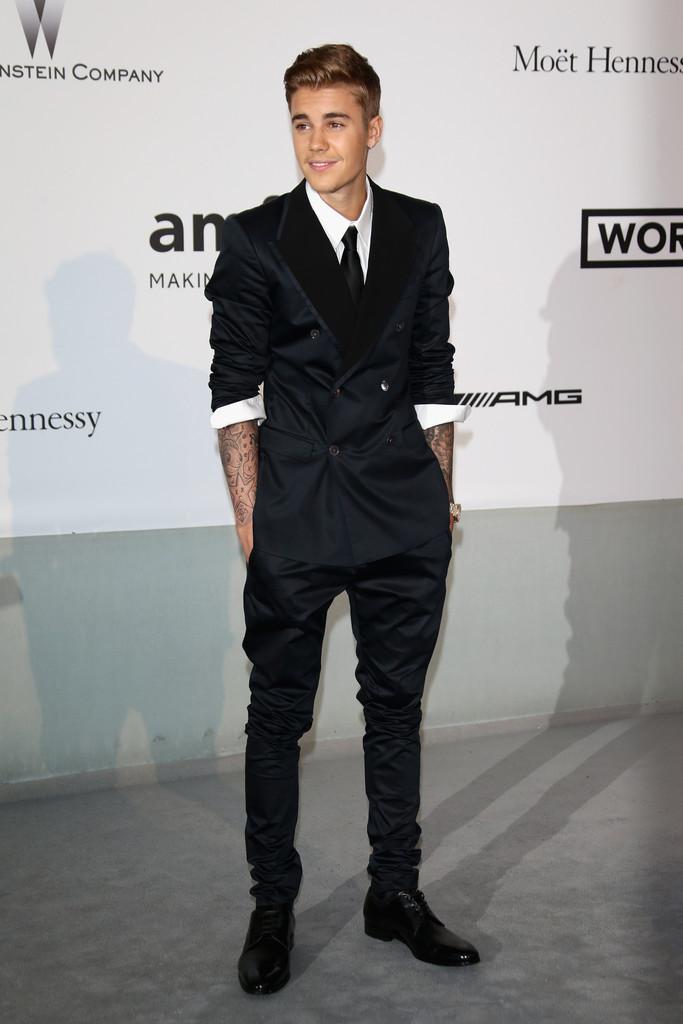 Justin-Bieber-Suit-003