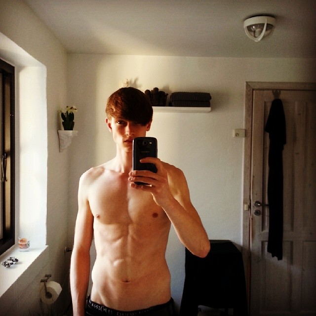 Andreas Lindquist shows his workout progress as he gets prepped for fashion week.