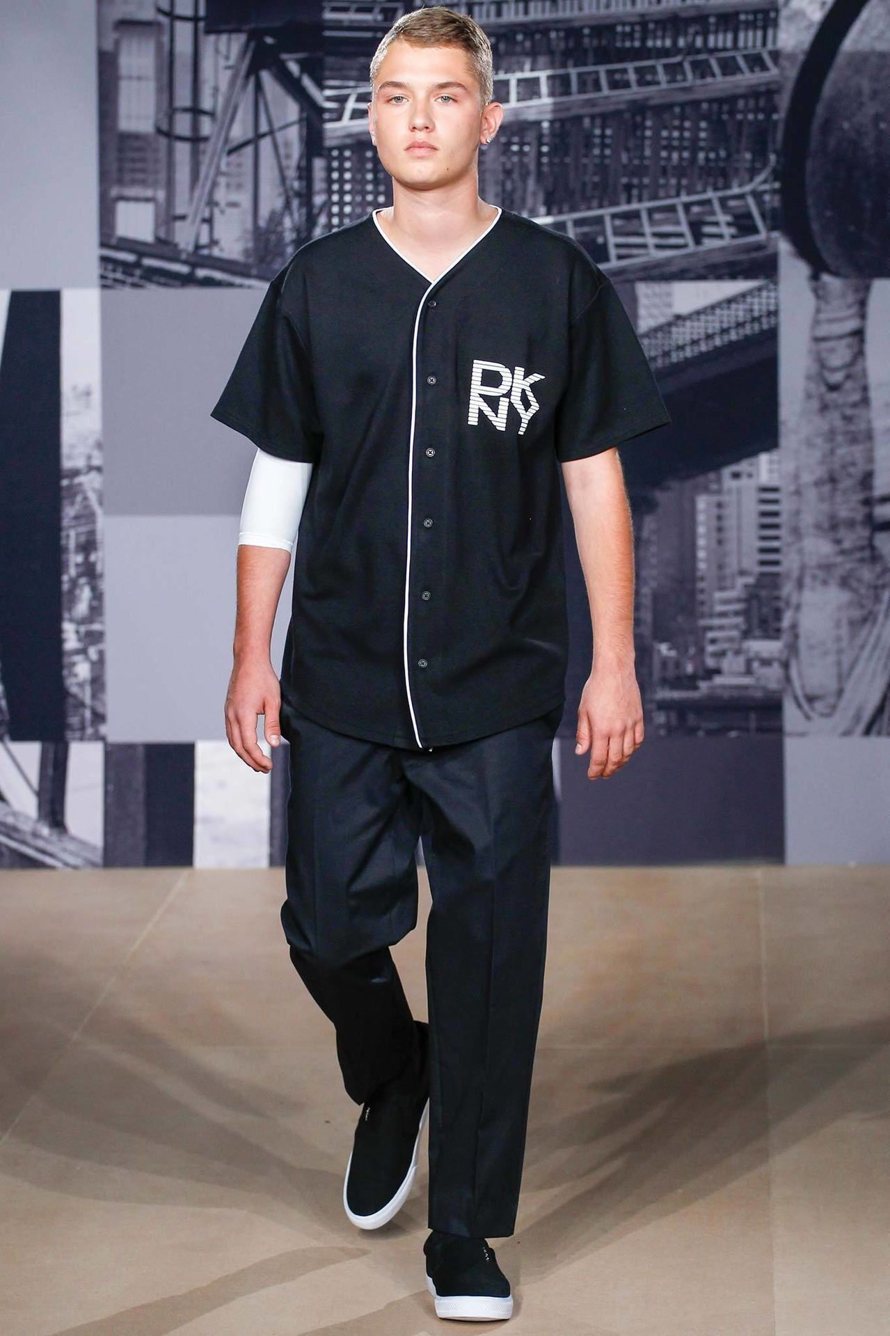 jude law�s son rafferty makes runway model debut the