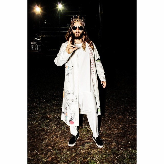Jared-Leto-Crown-002