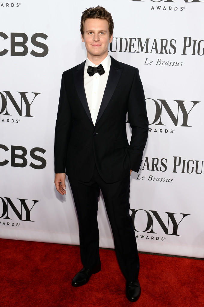 'Looking' actor Jonathan Groff hits the red carpet in a black bow-tie ensemble.