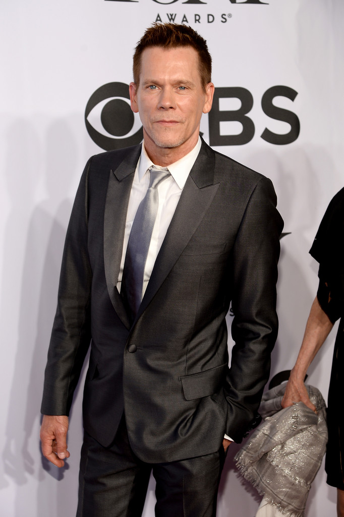 Actor Kevin Bacon has a charcoal moment, opting for a suit and tie for the evening.