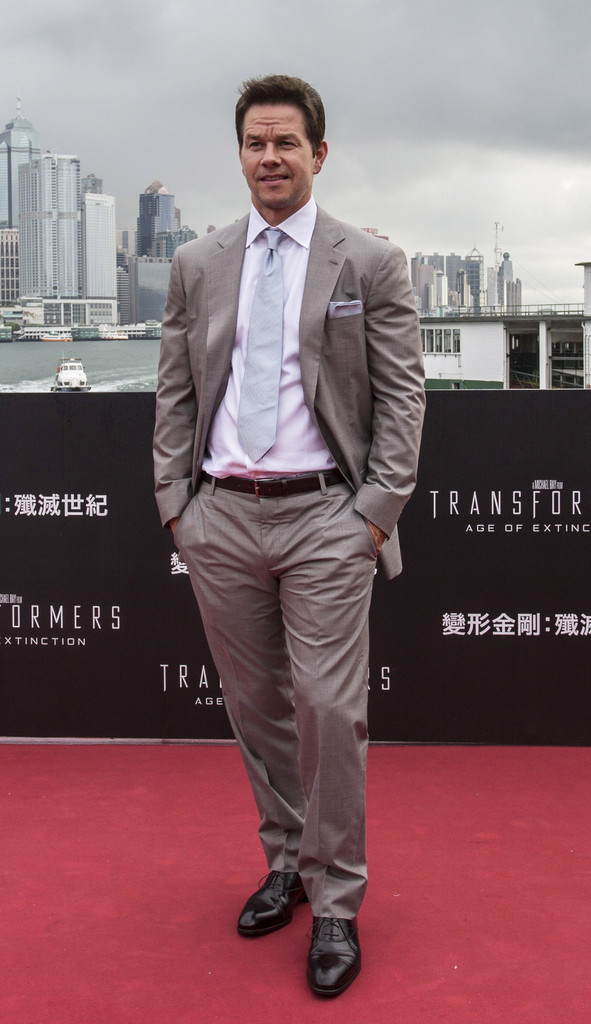 Wearing Giorgio Armani, actor Mark Wahlberg has an unfortunate wrinkled moment at the Hong Kong premiere of 'Transformers: Age of Extinction'.