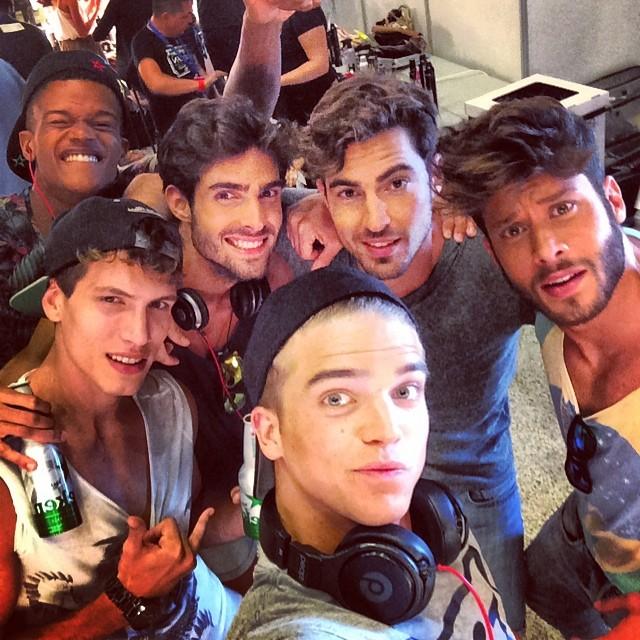 River Viiperi, Adrian Cardoso, Juan Betancourt, O'Shea Robertson, Jose Lamuno and Antonio Navas take an epic backstage selfie.