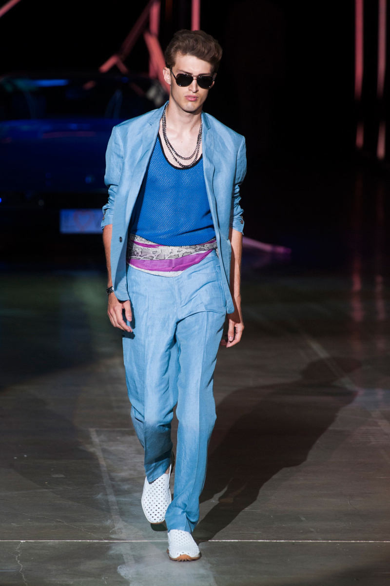 Roberto Cavalli revisited Miami Vice fashions for the inspiration of its spring-summer 2015 menswear collection.