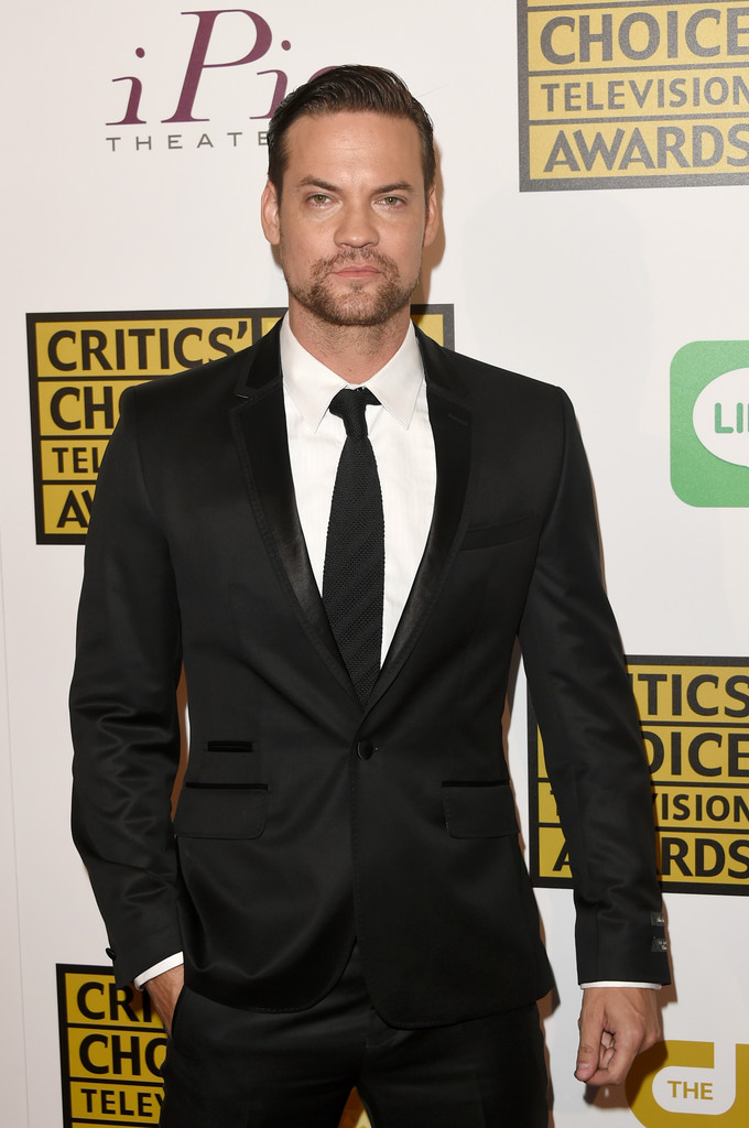 Attending the Critic's Choice Television Awards, 'Salem' actor Shane West looked dapped in Ted Baker London.