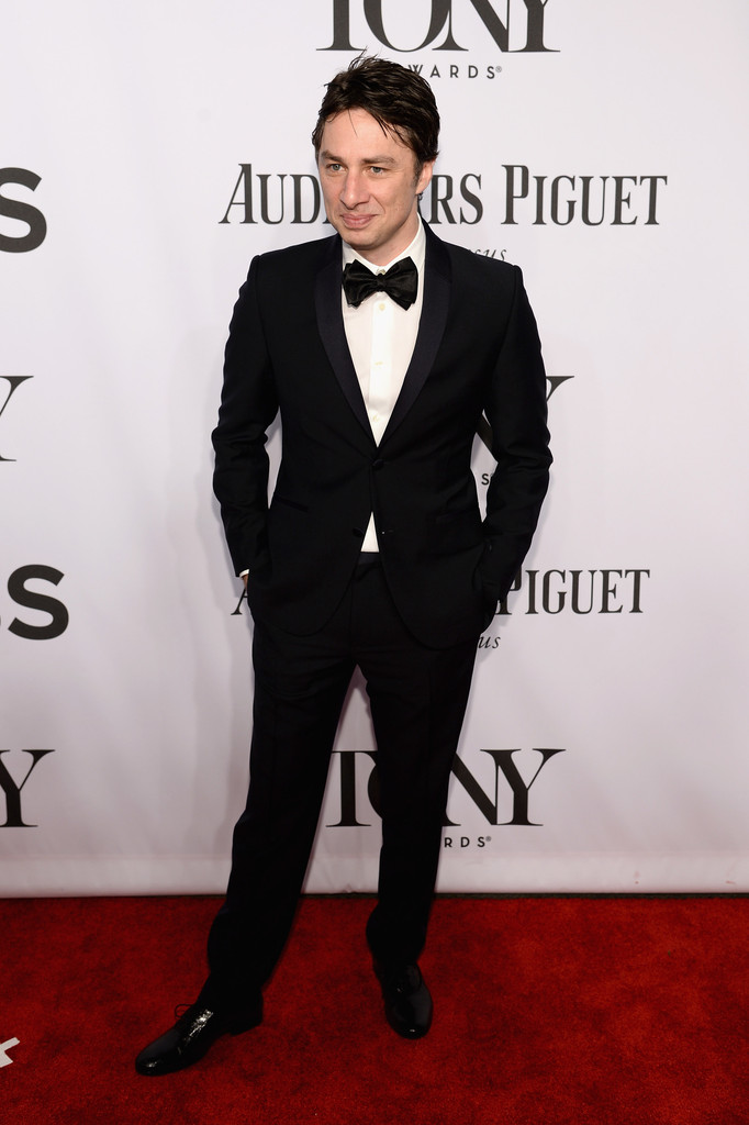 Actor Zach Braff makes an appearance on the red carpet in a sharp tuxedo.