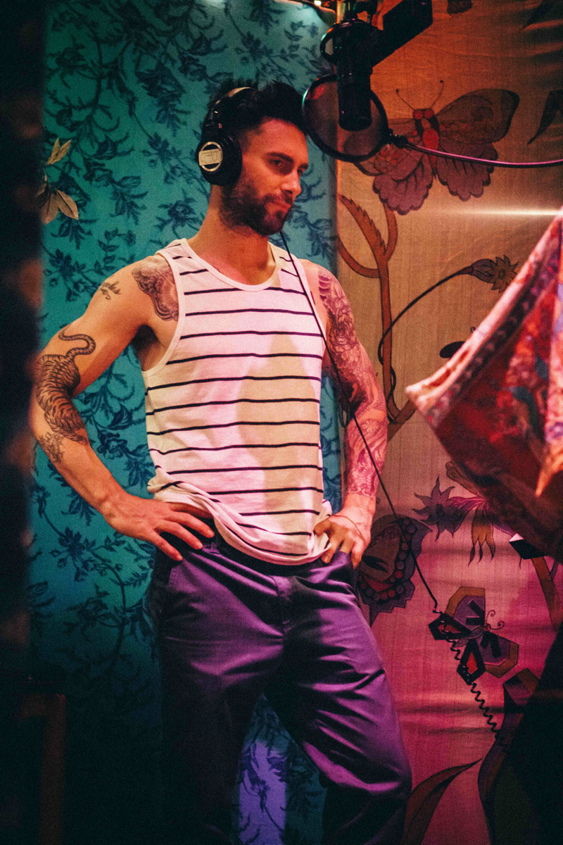 Adam Levine Behind the Scenes Recording Maroon 5 Album 'V'