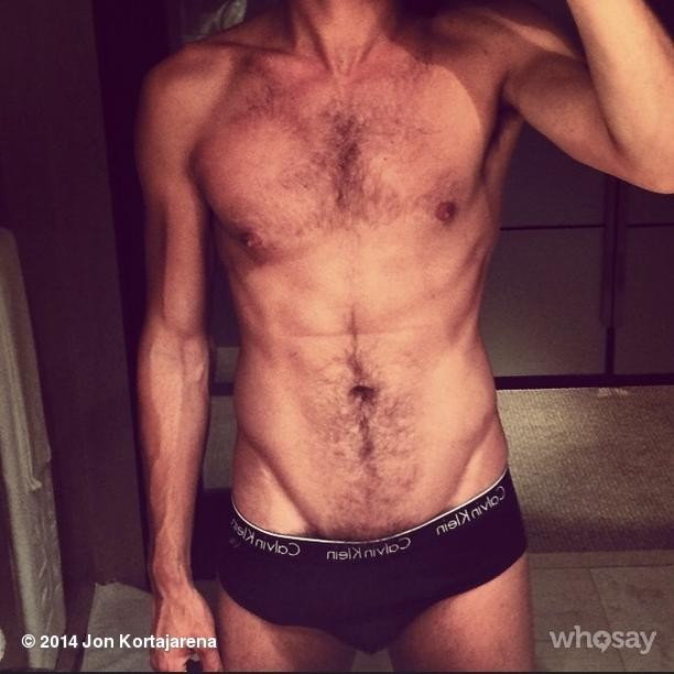 Jon Kortajarena shows his Instagram followers what he's working with.