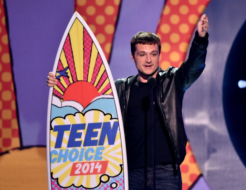 Taking home the award for 'Best Actor: Sci-Fi/Fantasy', 'The Hunger Games' actor Josh Hutcherson wore a leather hooded jacket.