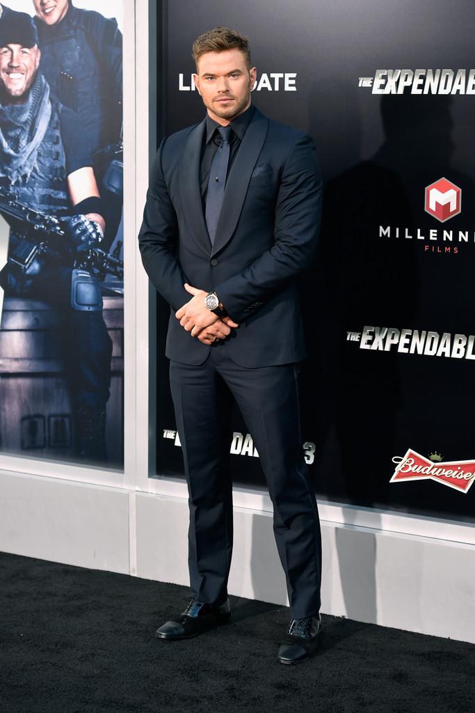 Kellan Lutz Mixes Navy & Black for Ermenegildo Zegna Suiting Moment