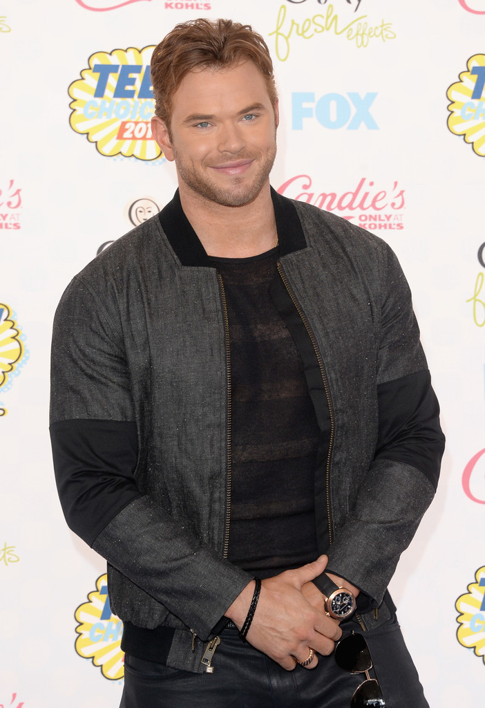 Hot off his 'The Expendables 3' promo tour, Kellan Lutz goes casual in a black and gray bomber jacket.