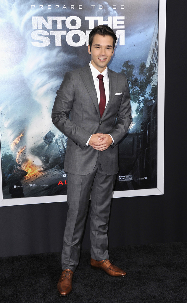 Nathan Kress Has a Gray & Burgundy Suiting Moment in J.Lindeberg