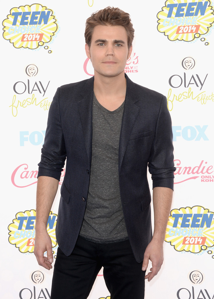 Paul Wesley sports a relaxed but sophisticated ensemble, pairing a fitted blazer with a simple t-shirt and pair of jeans