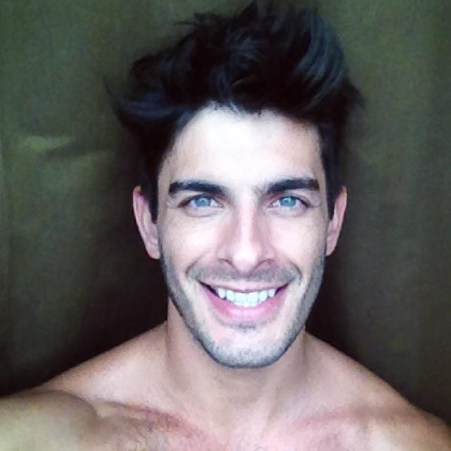 Tao Fernandez is all smiles in this selfie