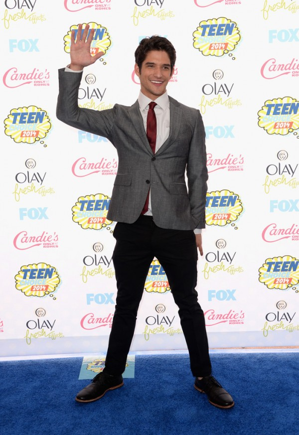 Tyler Posey suits up in a tailored number for his arrival to the Teen Choice Awards