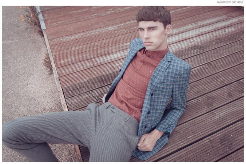 Yarik wears t-shirt Gabicci,  blazer and trousers Manuel Ritz.