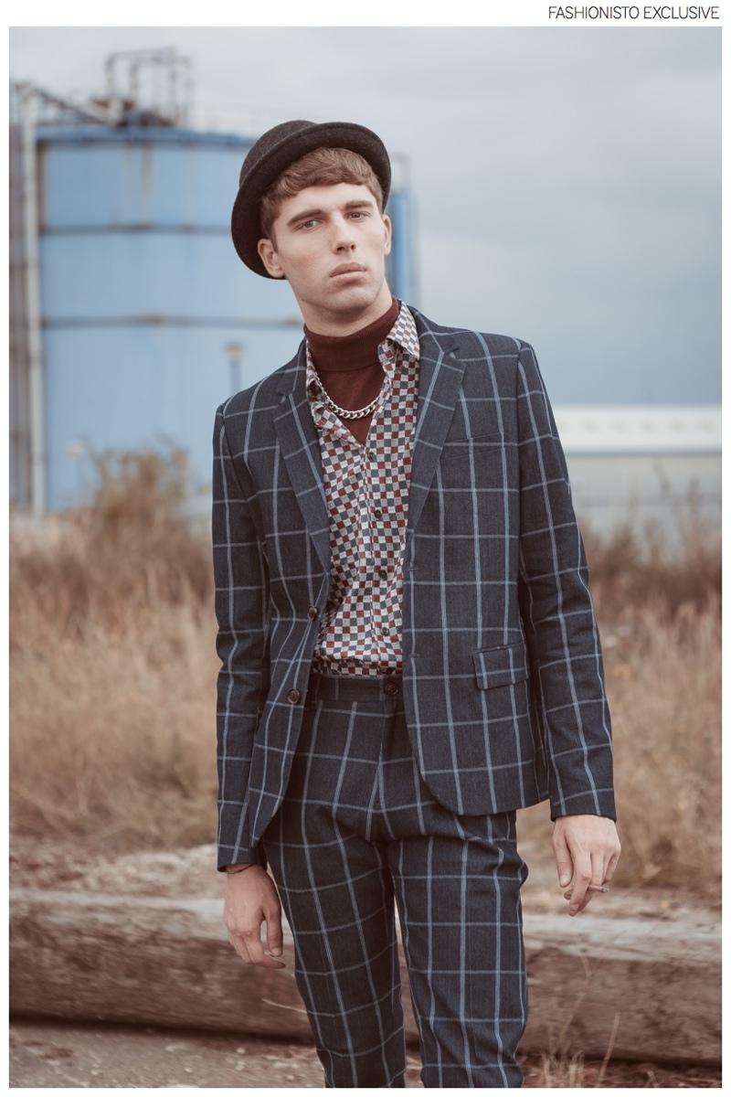 Yarik wears suit Villain, shirt Gabicci, necklace River Island, hat and turtleneck ASOS.