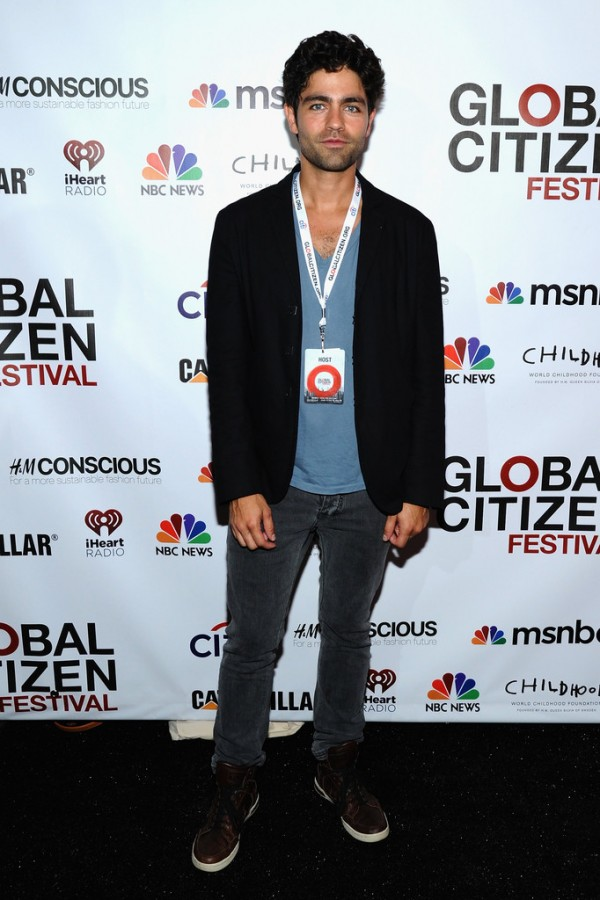 Attending the 2014 Global Citizen Festival in Central Park to End Extreme Povery by 2030 on September 27, 2014, actor Adrian Grenier went casual, pairing a simple pair of skinny jeans and a v-neck tee with a sports jacket and sneakers.