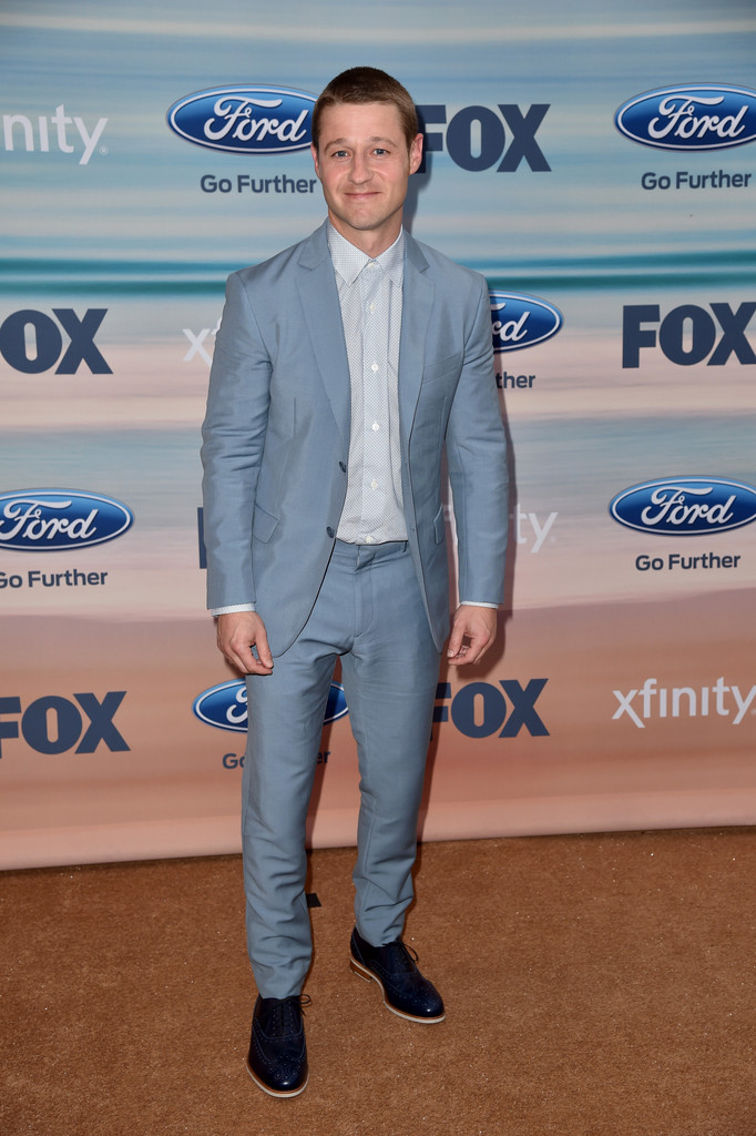 Ben McKenzie is Cool in Gray Suit for Fox Fall Eco-Casino Party