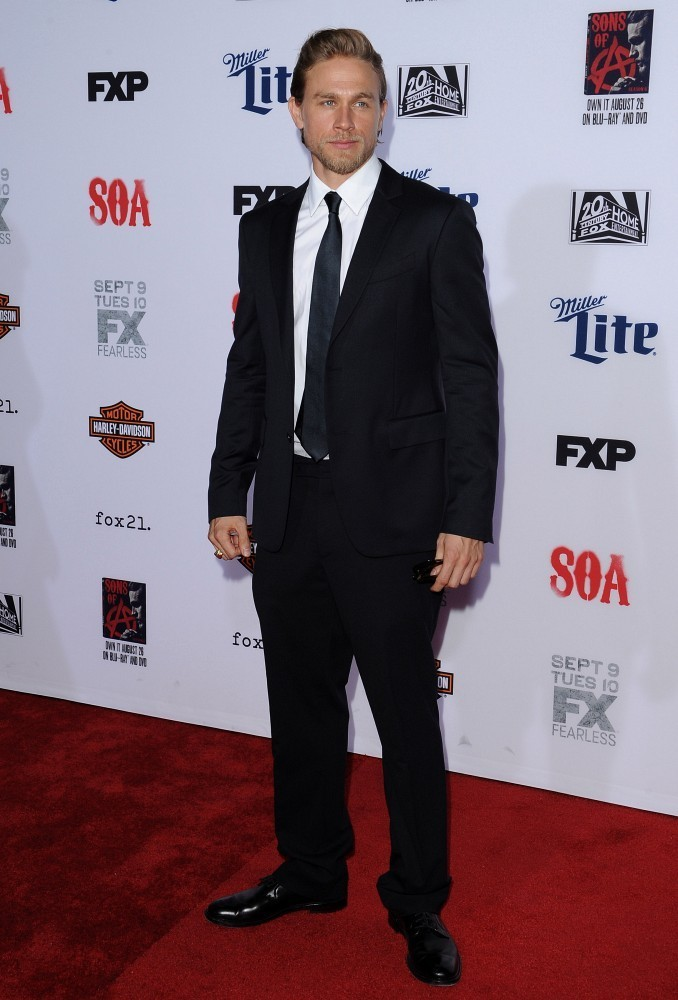 Charlie Hunnam Suits Up for 'Sons of Anarchy' Premiere
