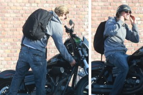 Charlie-Hunnam-Jeans