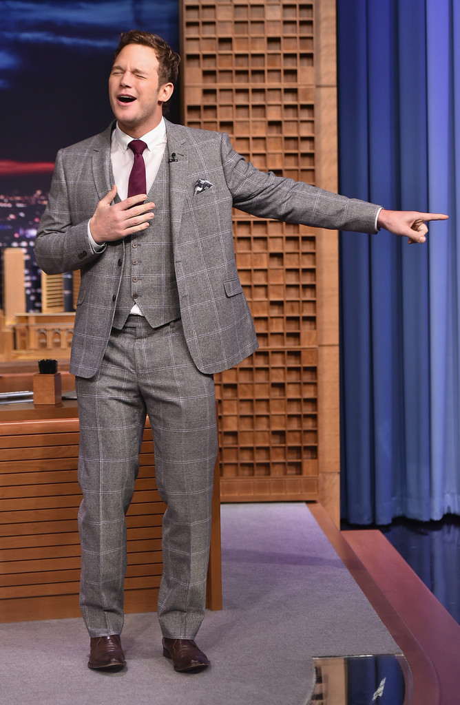 4f7ec16e4a1382 Chris Pratt Wears Ted Baker 3-Piece Suit to The Tonight Show | The ...
