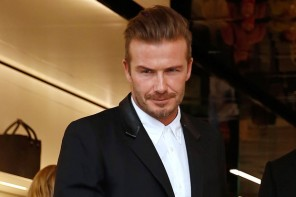 On September 25th, David Beckham attended the opening of his wife Victoria's new Dover Street flagship store in London. For the occasion, he was pictured in a coat with a leather collar from Saint Laurent.