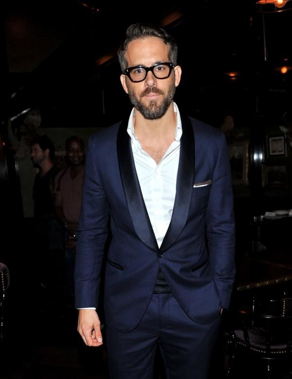 Ryan-Reynolds-Glasses-Blue-Suit-002
