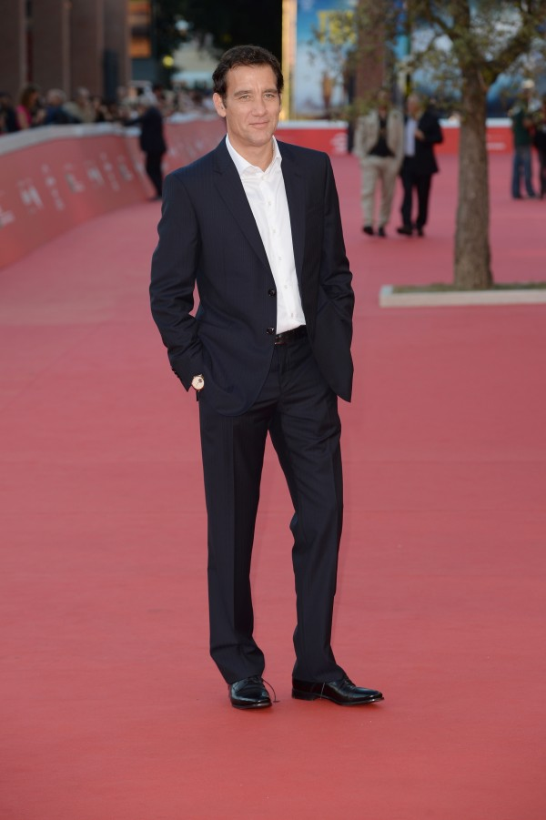 Heading to the Rome Film Festival, actor Clive Owen hit the red carpet at a screening of his new television series 'The Knick'. For the special event, Owen was outfitted by Italian label Giorgio Armani, wearing a navy suit with a pristine white dress shirt.