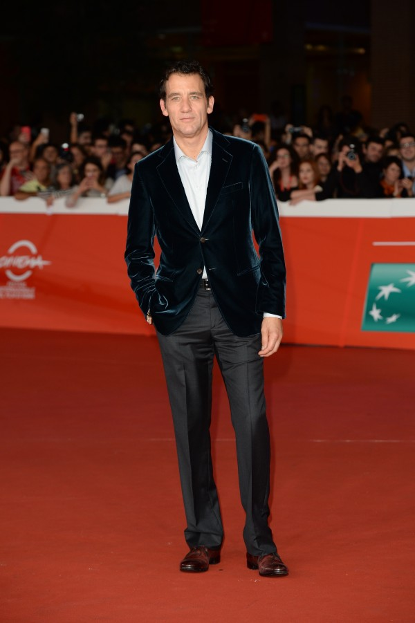Promoting 'The Knick' during the Rome Film Festival, actor Clive Owen attended an October 17th screening of the Steven Soderbergh television series. For the fine evening out, Owen wore a Giorgio Armani green velvet jacket with a dress shirt and gray trousers.