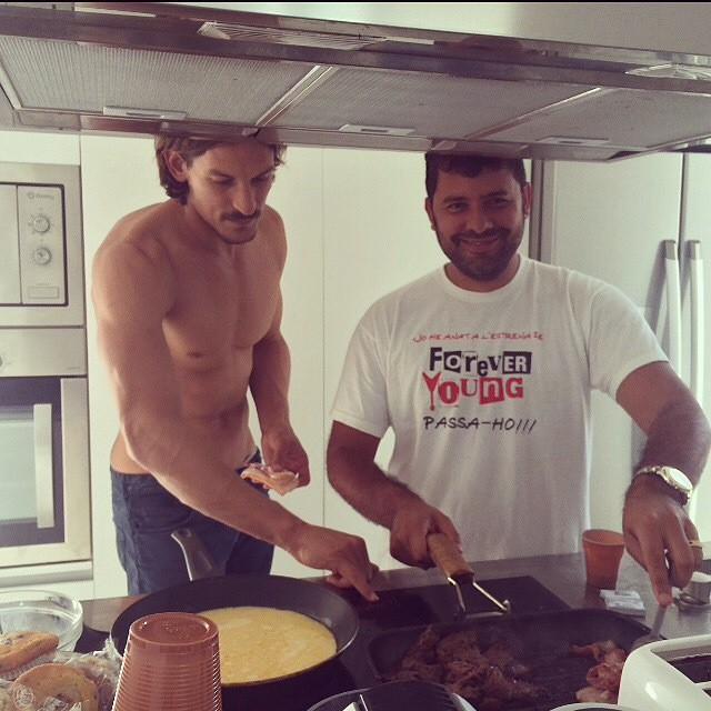 Jarrod Scott cooks breakfast with photographer Mariano Vivanco.