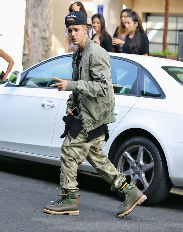 On October 17th, singer Justin Bieber was spotted in Beverly Hills, California wearing a head to toe military inspired look. Bieber paired baggy camouflage pants with an army green bomber jackets and hiking boots.