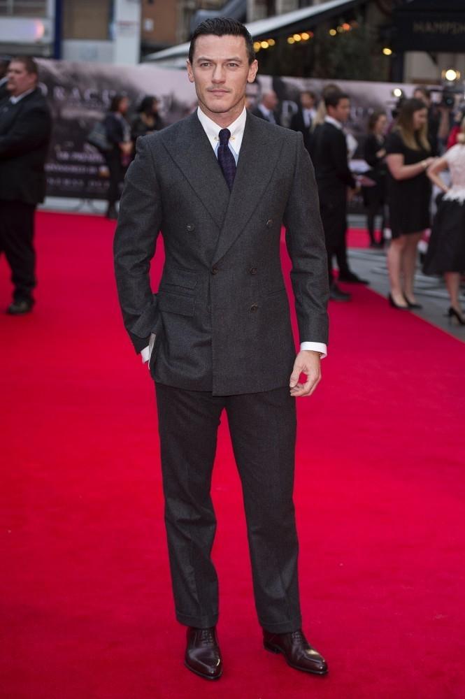 Luke Evans Wears Double-Breasted Suit to 'Dracula Untold' London Premiere
